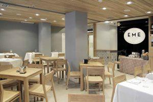 Comedor del Bar Eme de Bilbao, famoso por sus sandwiches y su receta de salsa secreta