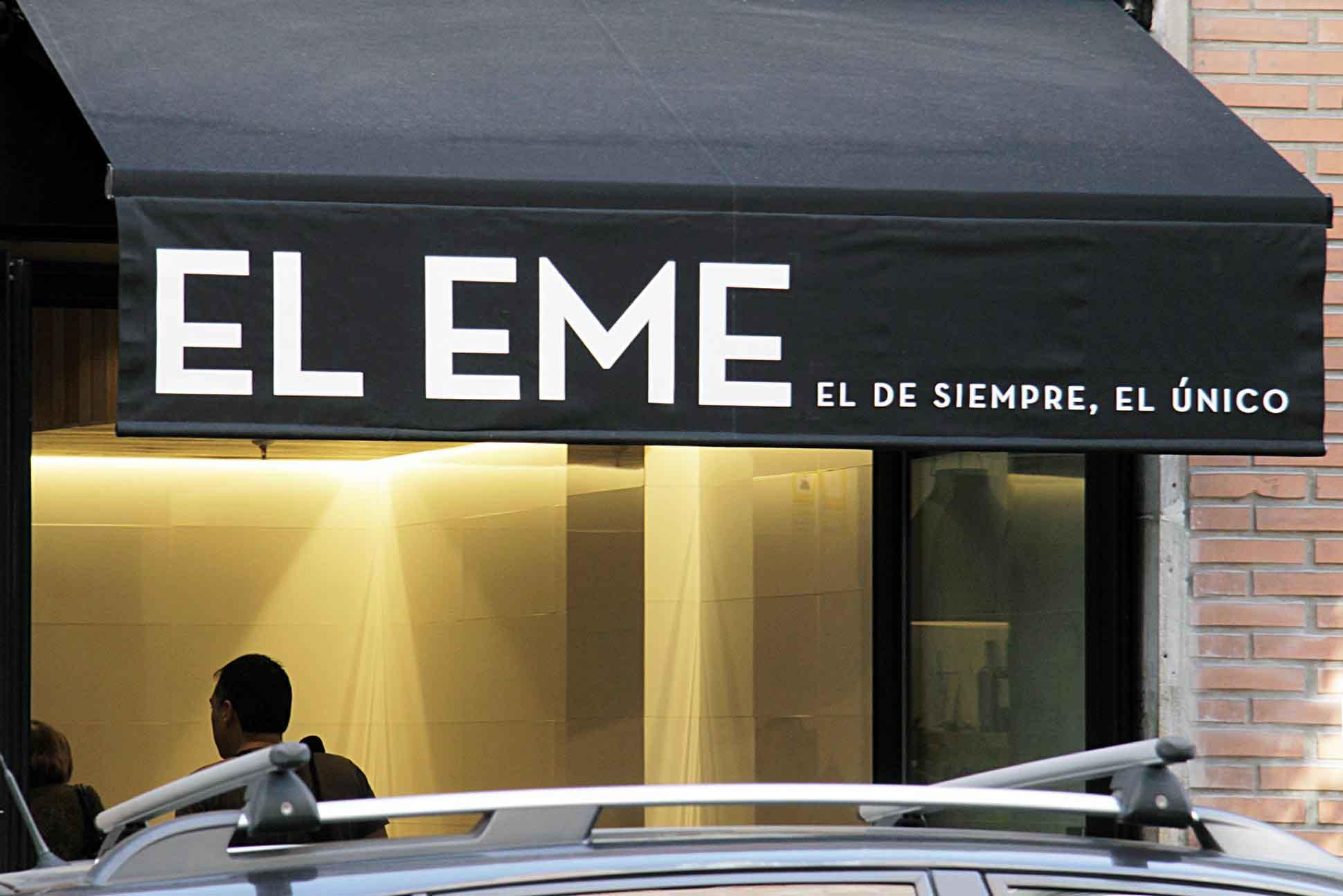 Entrada del Bar Eme de Bilbao, famoso por sus sandwiches y su receta de salsa secreta